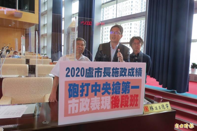 台中市長盧秀燕以上班時間不回答連任問題,市議員林德宇(中)則批盧對自己表現沒有信心(記者蘇金鳳攝)