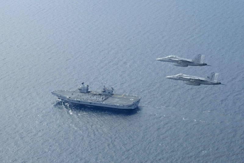 英國海軍航空母艦「伊麗莎白女王號」(HMS Queen Elizabeth R08)將在明年1月與美國、日本等盟友在南海展開共同軍事演習。對此,王定宇直呼,可以料想得到中國的煩悶與憤怒!(歐新社資料照)