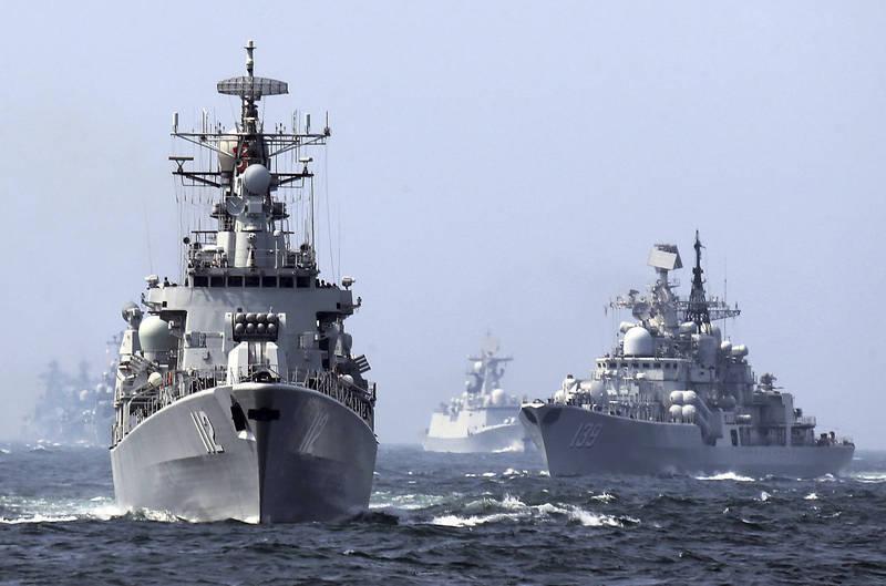 中共解放軍近期頻繁軍演,今天在渤海、黃海、東海、南海4海域同步執行軍事任務。圖為2014年中國海軍聯合軍演。(美聯社資料照)