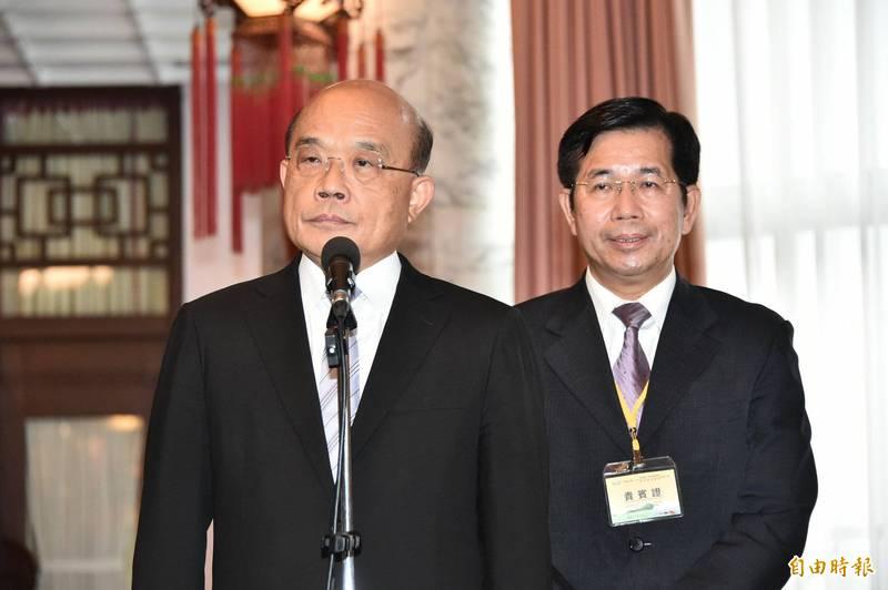 行政院長蘇貞昌(左)今28日出席「109年師鐸獎 、教育奉獻獎及資深優良教師表揚大會」會前受訪。 (記者塗建榮攝)