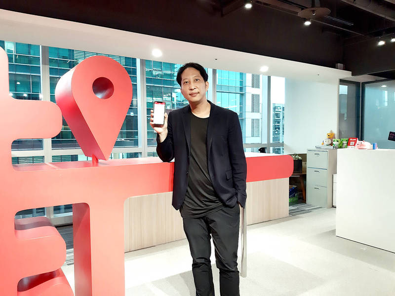 Jko Fintech Co chairman Kevin Hu introduces Jko Asset Management Co's Tuofu Bao investment service at a news conference in Taipei on July 21. Photo: CNA