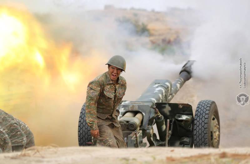 亞美尼亞、亞塞拜然在雙方的爭議地區納戈爾諾-卡拉巴赫爆發激烈軍事衝突,各方呼籲停戰無果,據稱目前已造成98人死亡,其中有14名平民。圖為亞美尼亞士兵。(路透)