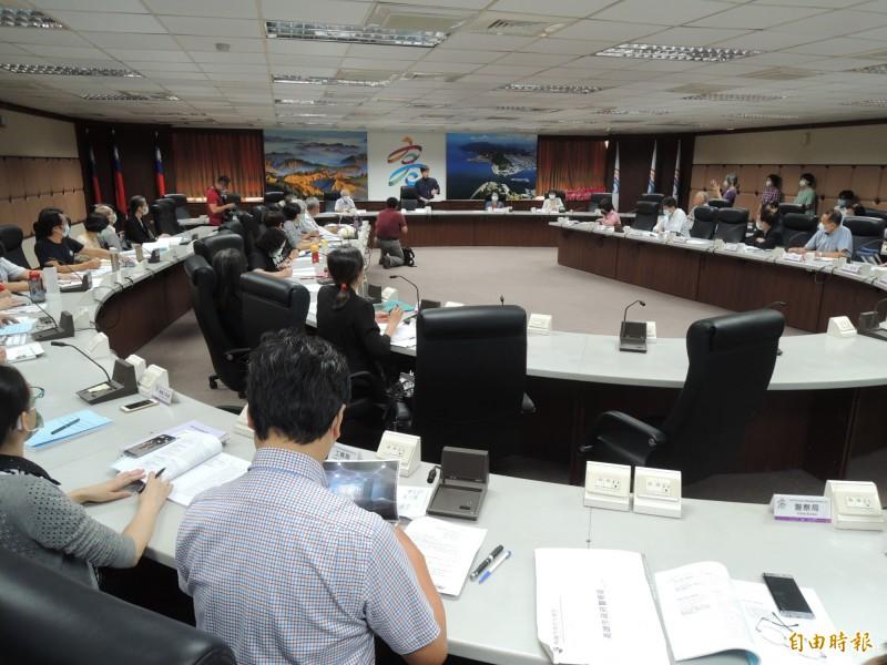高雄市政府今舉辦身心障礙者權益保障推動小組會議。(記者王榮祥攝)