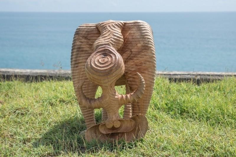 2020斜坡上的藝術獎,由花蓮阿美族藝術家達耐‧達立夫的作品「虛心」獲得首獎。(屏東縣政府原住民處提供)
