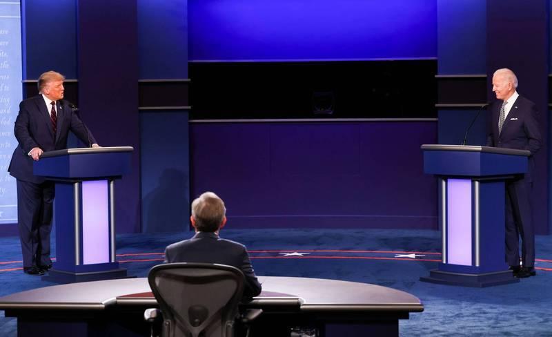 美國總統大選首場辯論今天上午登場,聲勢頗旺的民主黨候選人拜登與亟欲拉抬民調的總統川普未登台就先傳出煙硝味,這場辯論勢必成為美國選民看過最辛辣且最無法預測的候選人過招。(路透)
