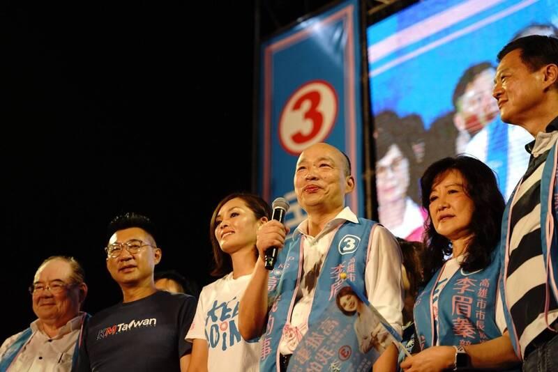 圖為2020高雄市長補選時,遭罷免的前高雄市長韓國瑜為李眉蓁站台畫面。(李眉蓁競總提供)