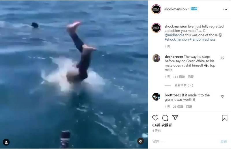 少年見到海中的背鰭,誤以為是溫和的姥鯊,便一頭栽進海中想與牠共游。(擷取自IG)