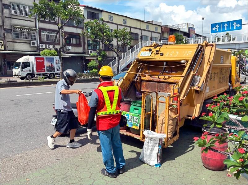 中秋4天連假,台中市今起3天均提供垃圾收運服務。(記者蔡淑媛翻攝)