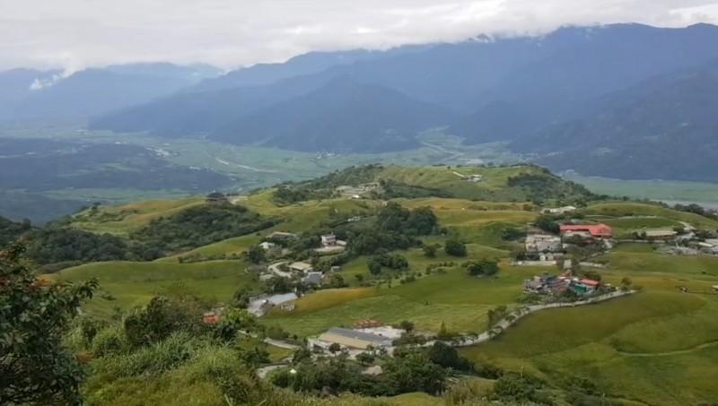 六十石山小瑞士觀景台看金針花,目前還有開放約5成。(圖由警方提供)