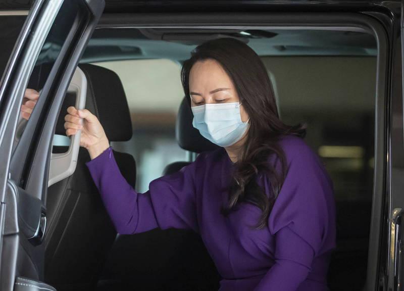 疑似戴「MIT」口罩在中國產生不小輿論,孟晚舟29日再出庭改戴沒有鋼印的口罩。(美聯社)