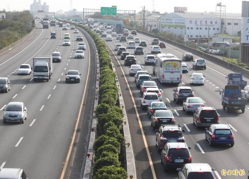 中秋連假首日國道就出現塞車情況。圖為示意圖。(資料照)
