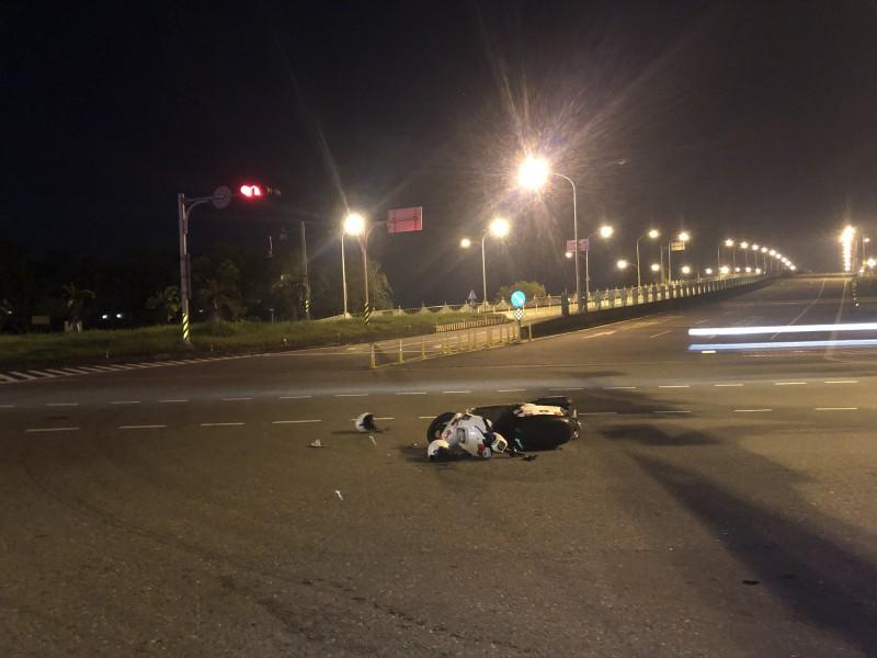 陳嫌駕車撞擊李姓婦人與兒子後,駕車逃逸。(記者張議晨翻攝)