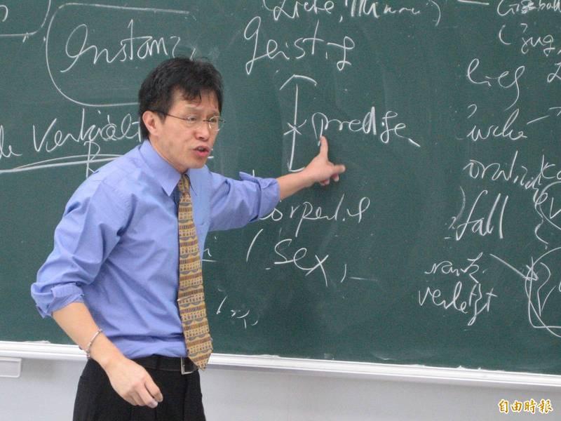 我駐德代表謝志偉(見圖)批評,台灣那些滿嘴「民族大義」、罵我們不認祖歸宗就是數典忘祖的人會「認祖不認國」,就是因為他們「有頭而無腦」。(資料照)