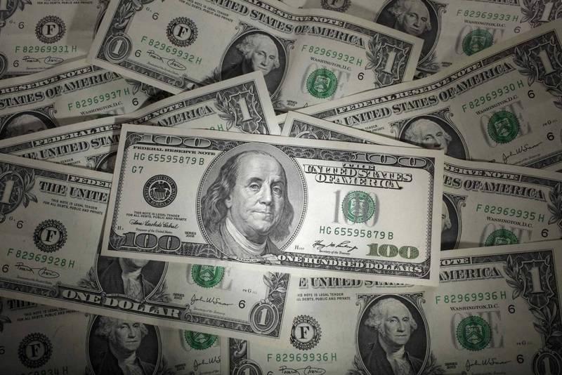 美國女子買彩券爽中1000美元(約新台幣2.9萬元),由於武漢肺炎(新型冠狀病毒病,COVID-19)疫情關係必須要郵寄領獎,但彩券卻半途寄丟導致她半毛錢都拿不到。美鈔示意圖。(路透)