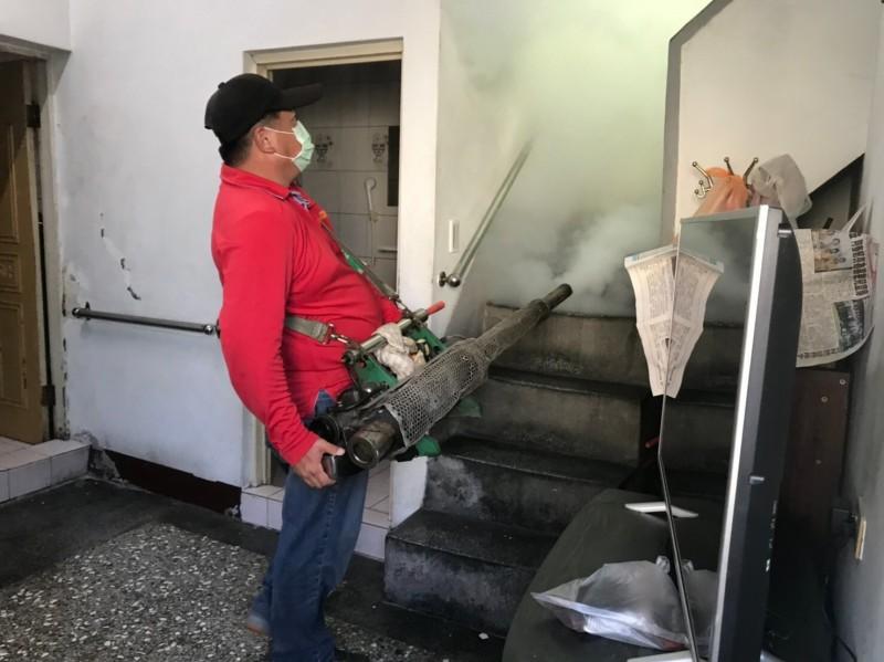 衛生局表示,將持續對三峽五寮區域進行大區塊化學噴消防治工作。(新北市政府衛生局提供)