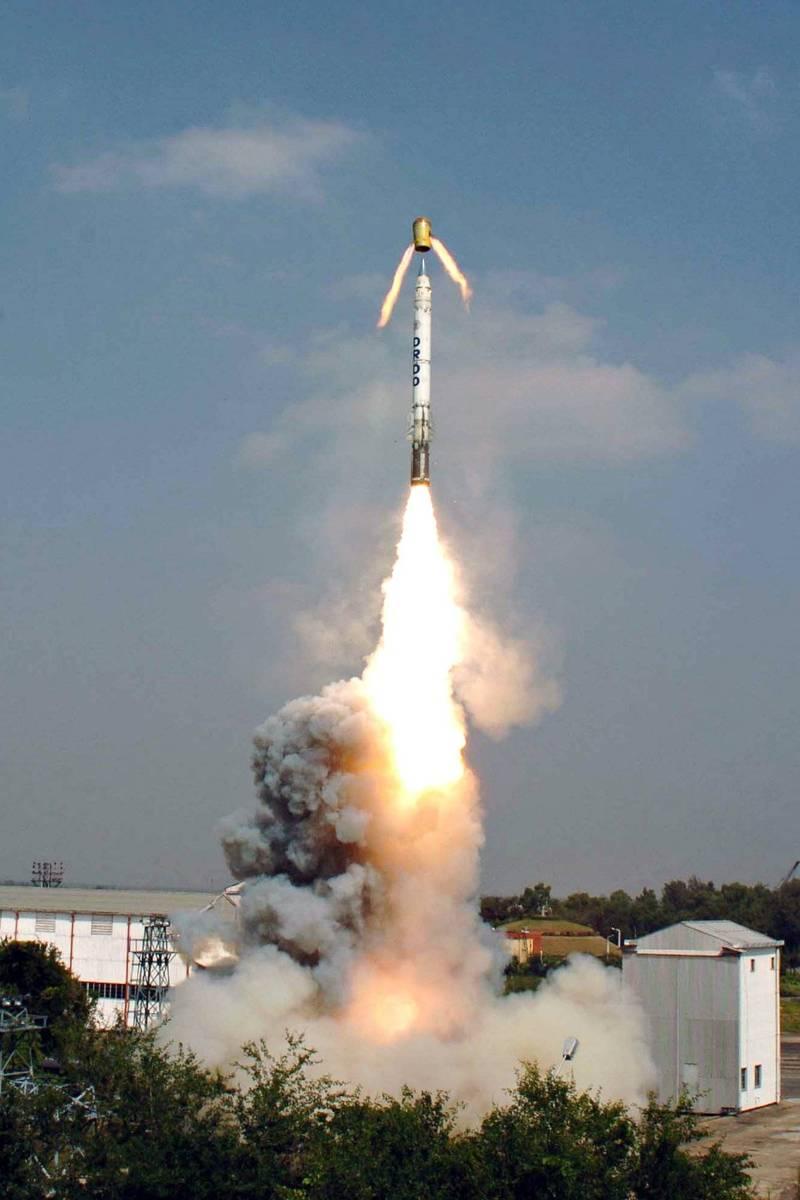 印度今天成功試射可攜帶核子彈頭的新型「英勇」(Shaurya)飛彈,射程可達800公里。(圖擷自AMCA)