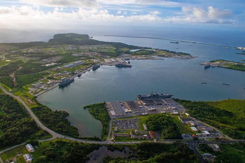 美軍罕見在大型軍演後釋出照片,遠征打擊群船艦現蹤關島。(圖取自美國太平洋艦隊)