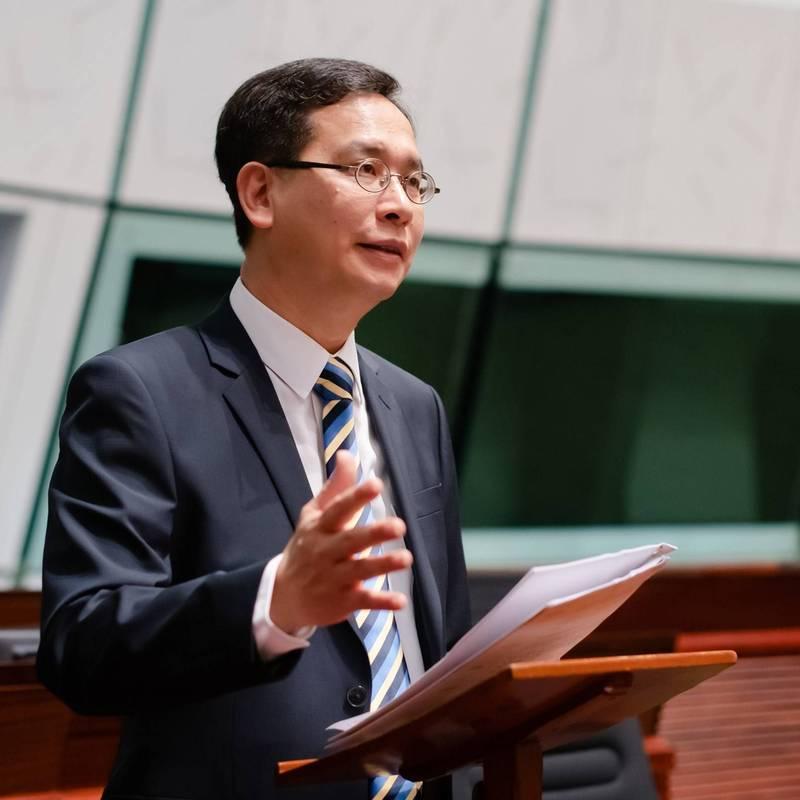 民主派立法會議員、香港教育專業人員協會(簡稱教協)副會長葉建源(見圖)強調,該教材主題是言論自由,並非港獨,學生也認為課程教的是言論自由,表示教協將會協助老師向港府提出申訴。(圖擷取自葉建源facebook)