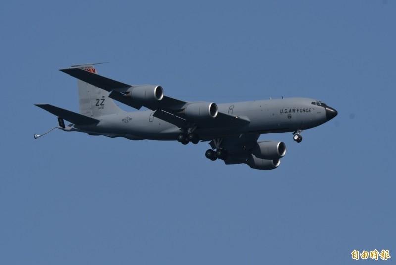 美军驻防冲绳嘉手纳基地的KC-135加油机。 (资料照)