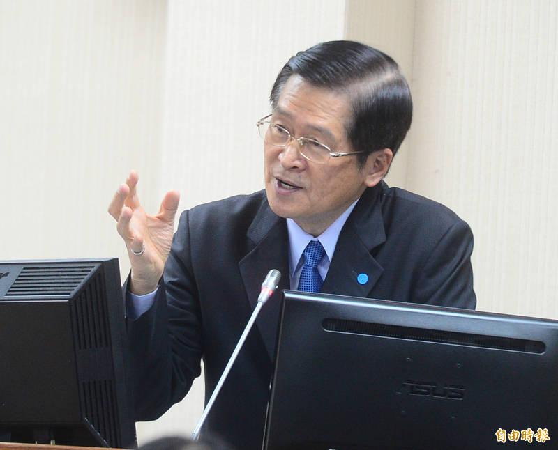 國防部長嚴德發表示,國軍在西南、東南海空域都有聯合海空操演,屬於年度計畫性操演,他也要藉此呼籲中共當局節制。(記者王藝菘攝)