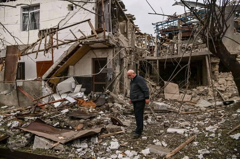 據亞塞拜然統計,9月27日至今,已有66處民用設施和427座住宅被破壞。(法新社)