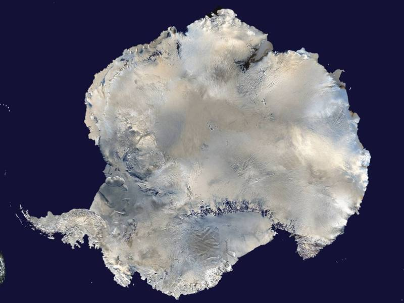 世界氣象組織宣布,南極上空臭氧層破洞10月初達2400萬平方公里。圖為南極洲。(路透檔案照)