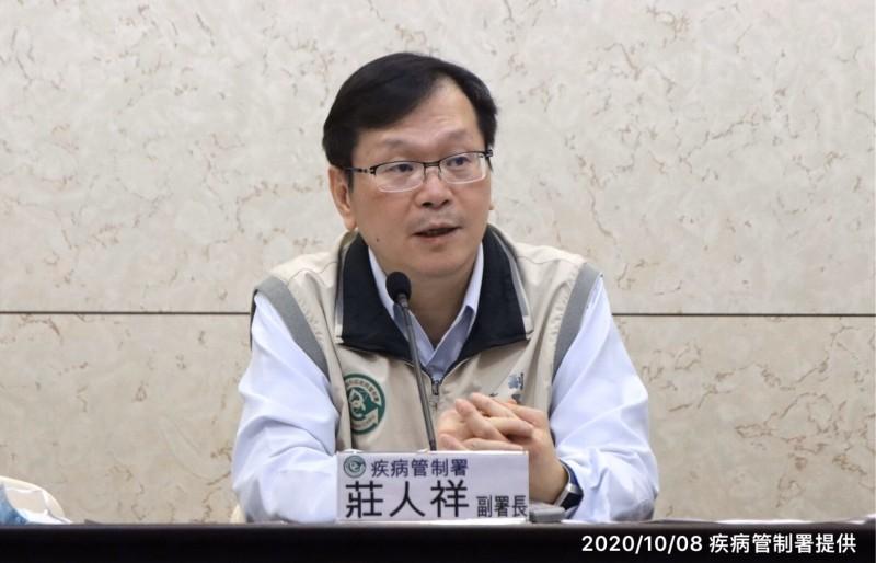 衛福部疾管署副署長莊人祥說明公費流感疫苗調度作業。(疾管署提供)