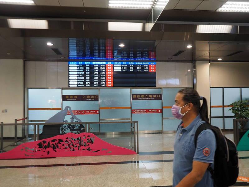 日本政府考慮在下個月取消包含台灣、新加坡等12國在內的海外旅行禁令。(歐新社)
