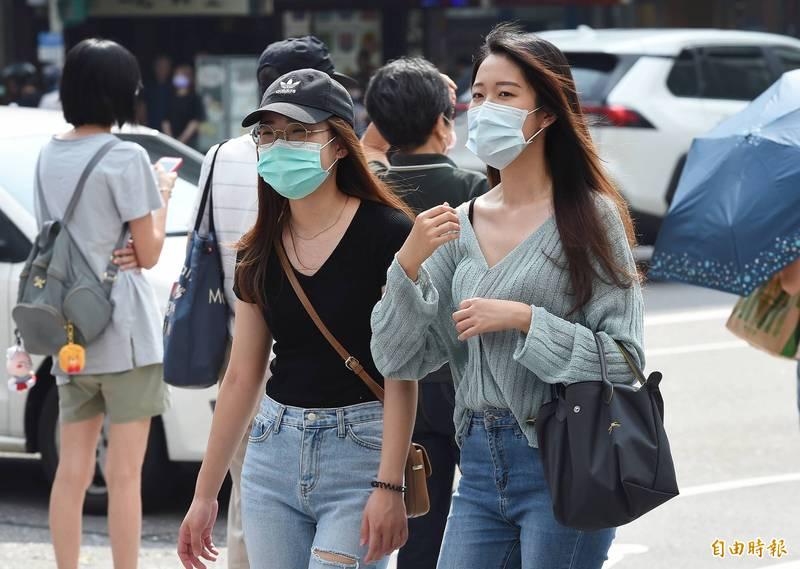 氣象專家吳德榮表示,下週南海將有熱帶擾動發展,為台灣東側帶來水氣。(資料照)