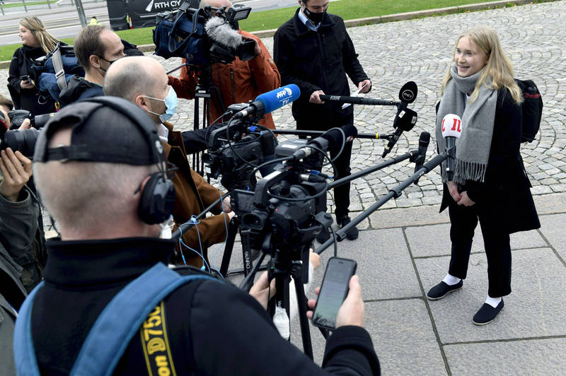 芬蘭響應每年10月11日「國際女童日」,特別讓年僅16歲的小女生默托擔任一日總理。(美聯社)