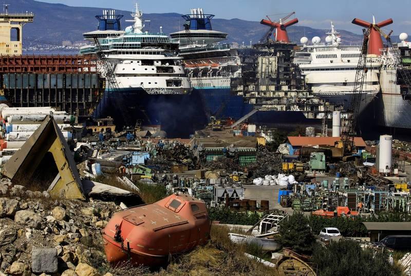 大批豪華郵輪被送入拆船廠拆除。(路透)