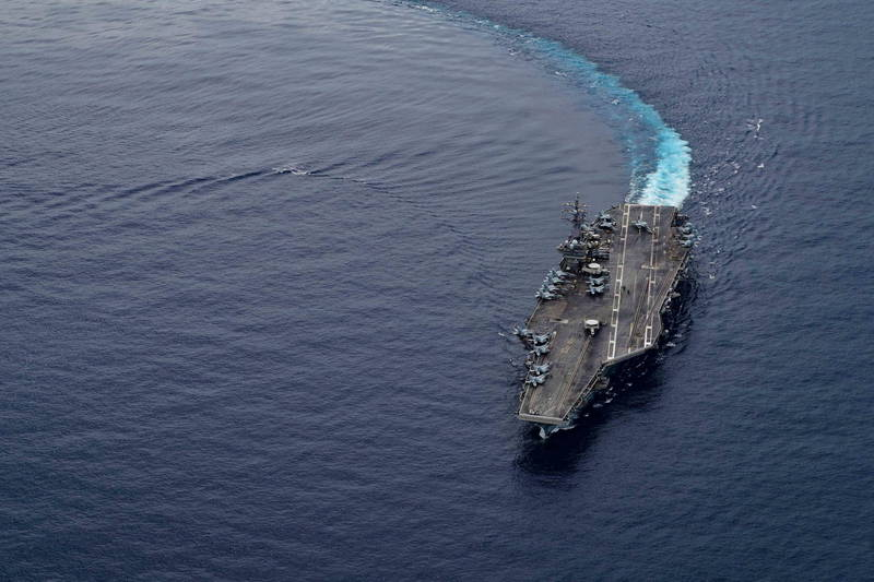 美媒刊文指出,美國應為台灣建立保衛隊,抵抗中國進攻。圖為美軍航艦。(歐新社檔案照)