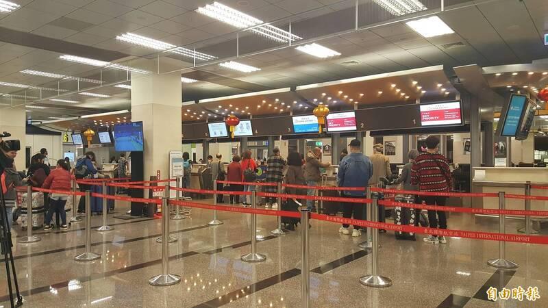 董姓少校,今天下午從台北松山機場搭機要赴馬祖旅遊時,被航警在安檢時於行李搜出一枚子彈。圖為松山機場大廳。(資料照)