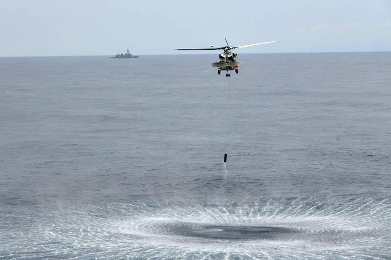 加賀號艦載機至海面上執行任務。(圖取自日本海上自衛隊)