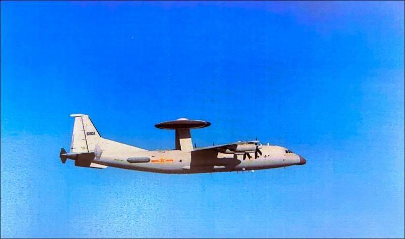 中共空警500預警機更是當前中共預警機主力,除能進行空中目標偵察外,更能化身空中指揮所,增加空戰靈活性,圖為共軍空警500預警機。(國防部提供)
