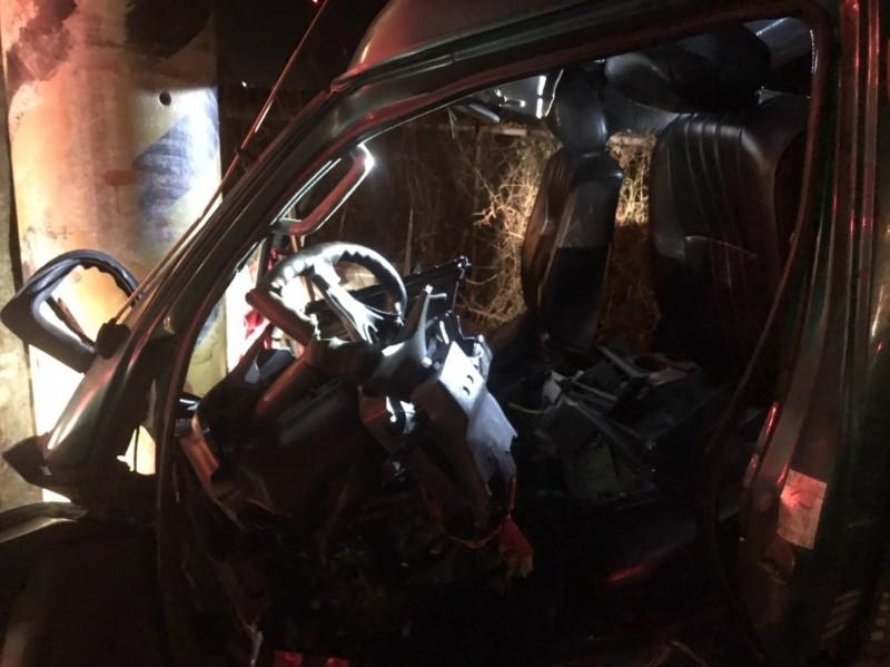 台26線今天凌晨發生自撞車禍。(記者陳彥廷翻攝)