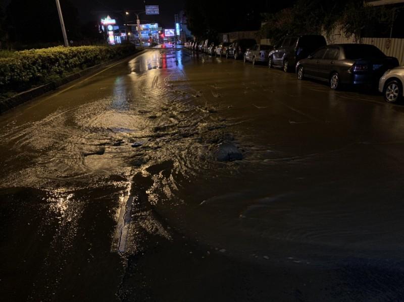 [新聞] 疑水壓不穩水管爆裂 台南永康3000戶停水