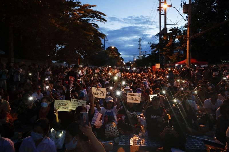泰國無數示威抗議在在呼籲約束王權,並訴請憲法改制。(歐新社)