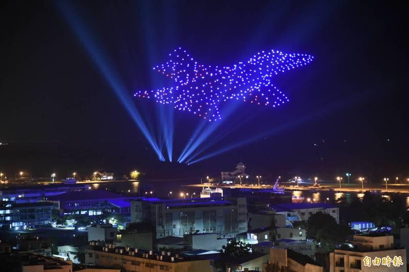 400架無人機群飛展演,展現台灣國防自主的雄心。(記者張忠義攝)