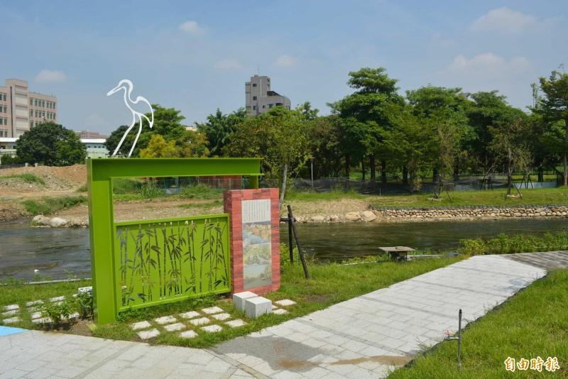 旱溪「大康橋計畫」鷺村到日新橋河段整治完工開放,國慶日已撤除圍籬開放。(記者陳建志攝)