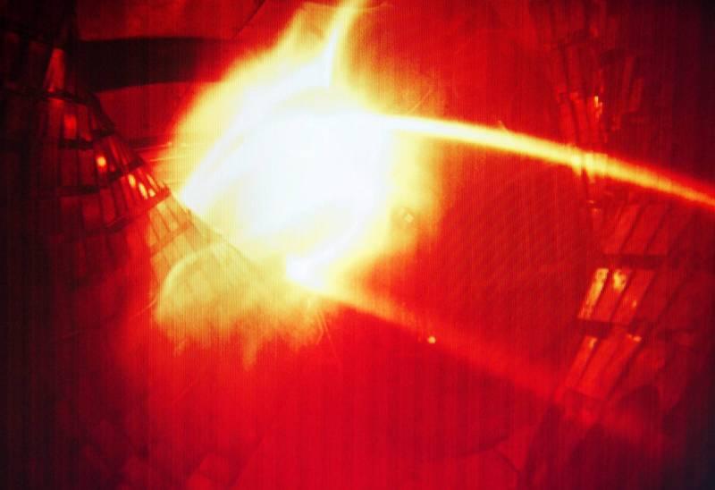 美國1名現年15歲少年在12歲時成功實現核融合。圖為德國實驗室核融合試驗。(歐新社檔案照)