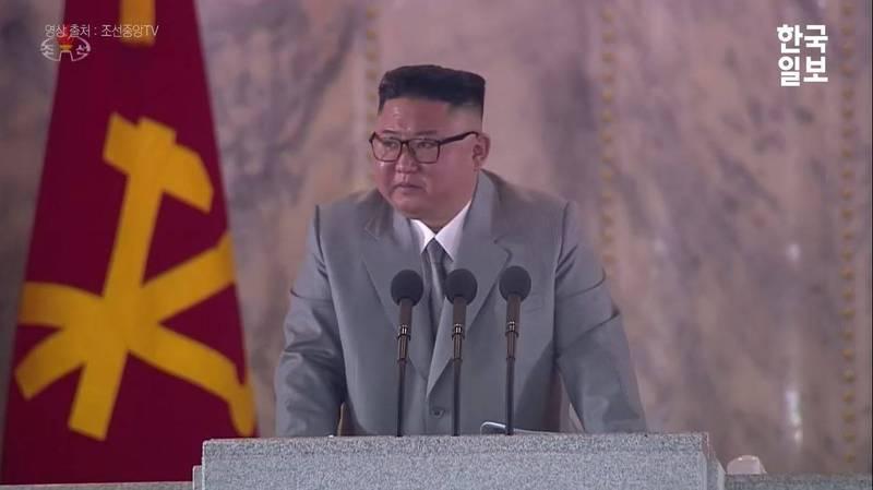 北韓勞動黨昨(10)日舉辦建黨75週年紀念日活動,北韓領導人金正恩發表演說時一度情緒激動落淚,與會者見狀也跟著流淚。(圖擷自YouTube)