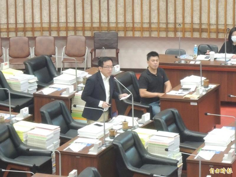 高市議員陳致中提醒高流測試應更加嚴謹,不要讓柯文哲又笑高雄。(記者王榮祥攝)