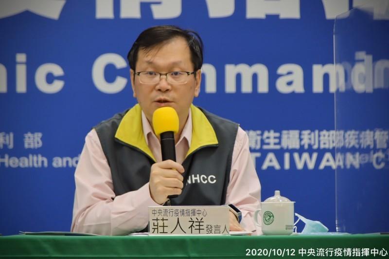 衛福部疾管署副署長莊人祥說明流感疫苗事宜。(指揮中心提供)