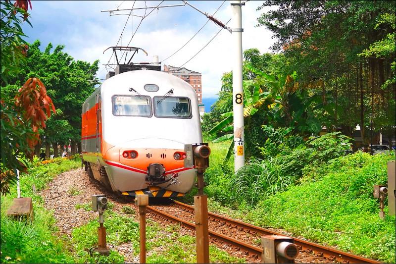 交通部推動台鐵花東線雙軌電氣化,近日報行政院審核,目標一一六年全線通車。(資料照)