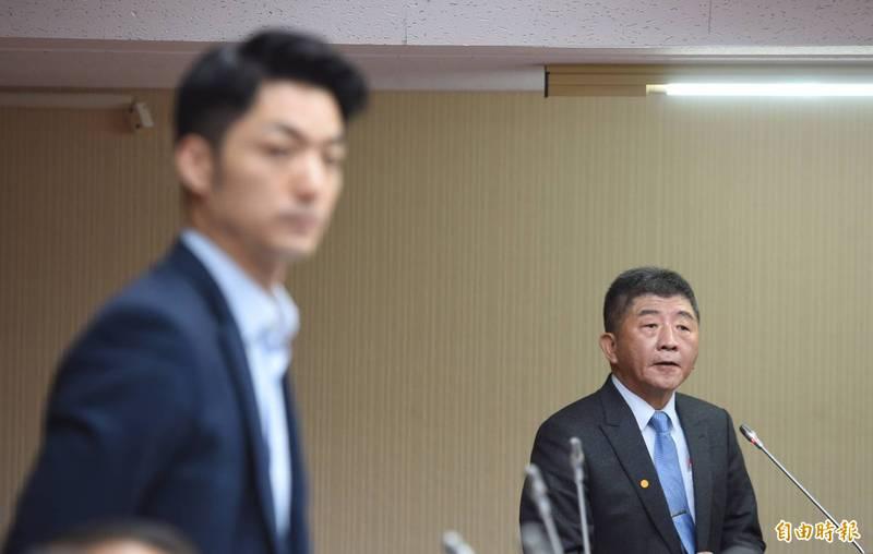 衛福部長陳時中(右)出席立委蔣萬安(左)召開的公聽會。(記者簡榮豐攝)