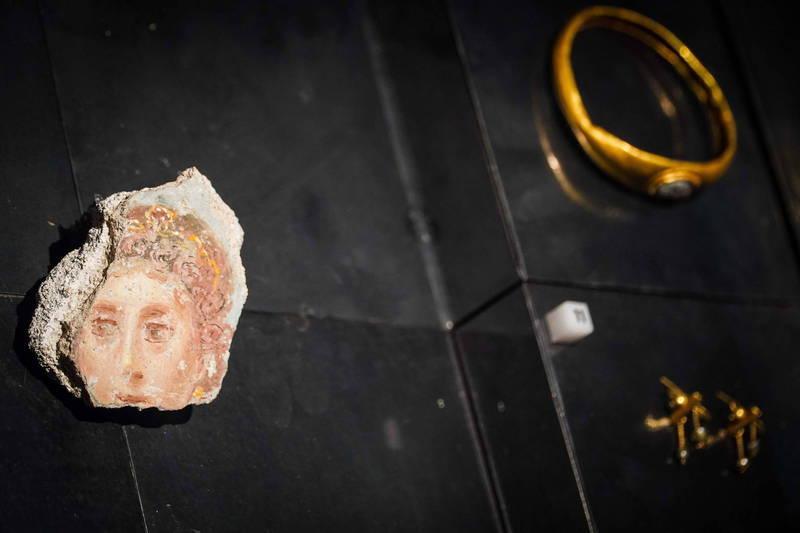 加拿大有名女子15年前在義大利南部的知名古城「龐貝」觀光時,順手牽羊把當地的的文物偷走作為紀念,結果她稱自己從此「噩運纏身」。示意圖,非遭竊文物。(歐新社)