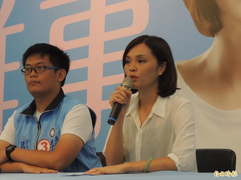 高市議員李眉蓁(右)對碩士學位被撤銷,提出四點聲明。(資料照、記者王榮祥攝)