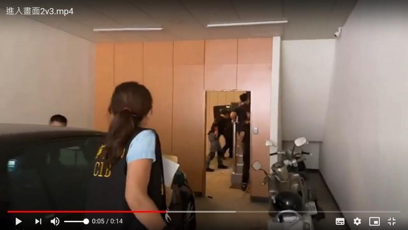 警方前往新竹縣一處洗車場逮捕呂嫌、林嫌送辦。(記者邱俊福翻攝)