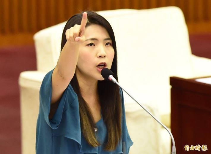 「是的。國民黨倒了,台灣就會好。」